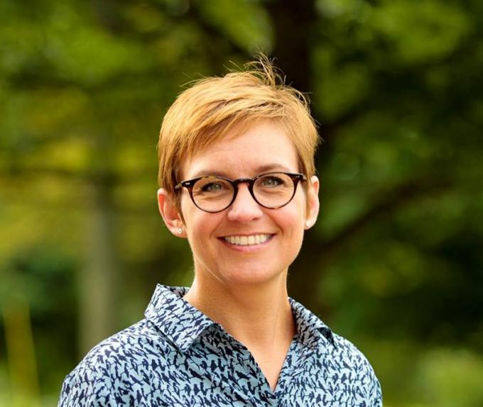 Dr. Lynda Sharrett-Field