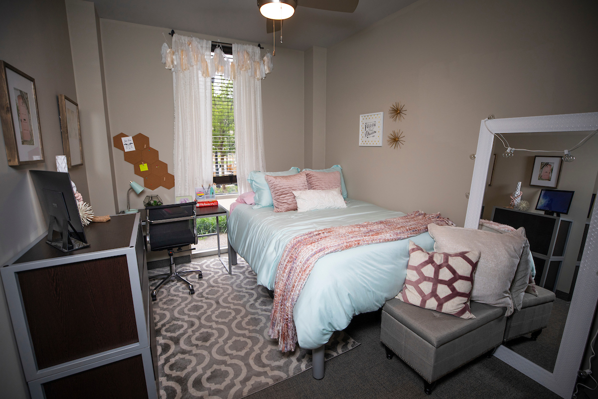Photo of bedroom in Haggin Hall