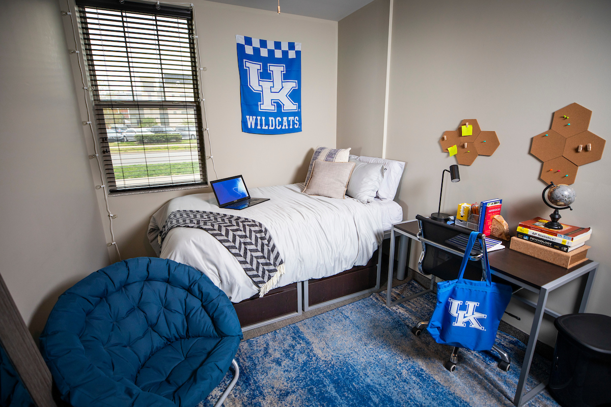 Photo of 2nd bedroom in Haggin Hall from another angle