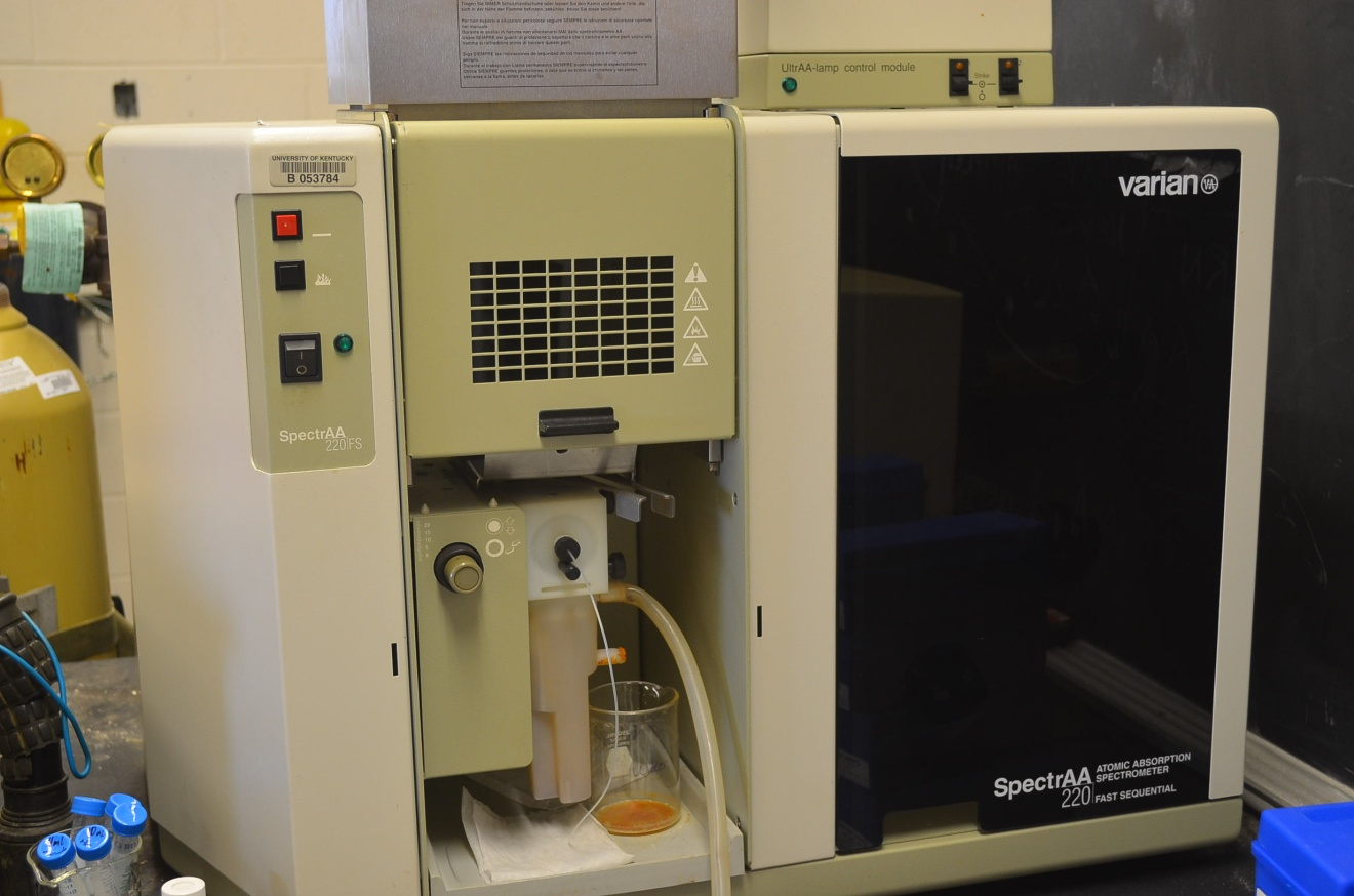 VARIAN SpectrAA 220 Fast Sequential Atomic Adsorption Spectrometer (AAS)